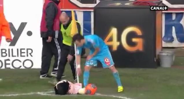 Valbuena, oprit de o…păpuşă!