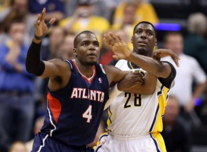 ian-mahinmi-paul-millsap-nba-playoffs-atlanta-hawks-indiana-pacers-590x900