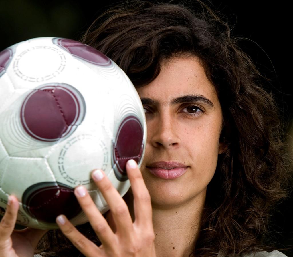 Prima femeie antrenor la fotbal masculin în Franţa!