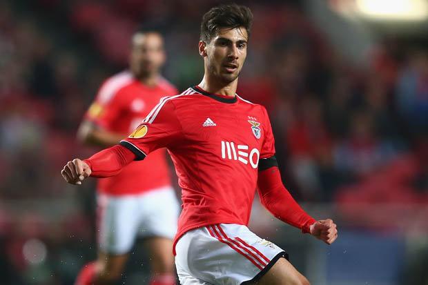 Valencia l-a transferat pe Andre Gomes de la Benfica